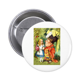 THE DUCHESS INSTRUCTS ALICE IN THE QUEEN'S CROQUET 6 CM ROUND BADGE