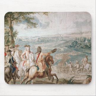 The Duke of Marlborough surveys his troops Mouse Mat