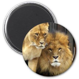 The Happy Lion Couple 6 Cm Round Magnet
