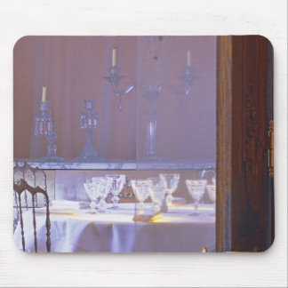 The private dining room with the black crystal mousepads