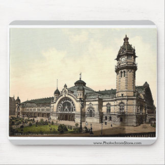 The railway station, Cologne, the Rhine, Germany r Mouse Pad