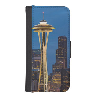 The Space Needle and downtown Seattle iPhone SE/5/5s Wallet Case