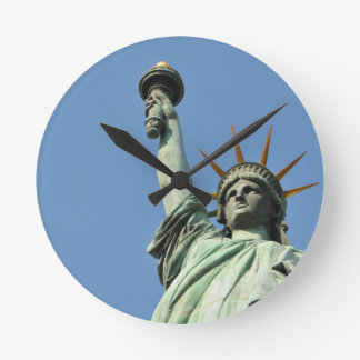 The statue of liberty round clock