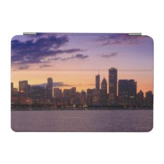 The sun sets over the Chicago skyline iPad Mini Cover