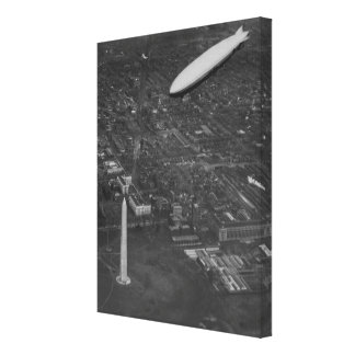 The US Airship 'USS Los Angeles' ZR3 flying over Canvas Print