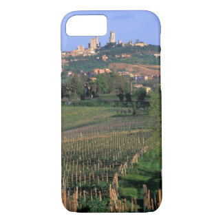 The village of San Gimignano sits in the rolling iPhone 8/7 Case