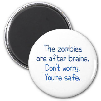 The zombies are after brains 6 cm round magnet