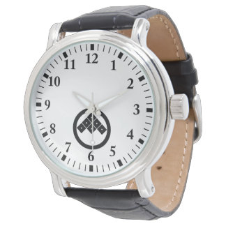 Tilted six-squrae-eyes in circle watch