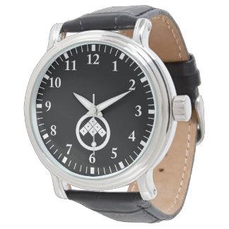 Tilted six-squrae-eyes in circle wrist watch