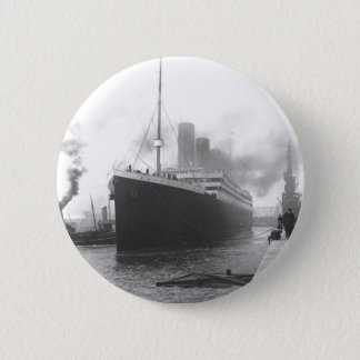 Titanic at the docks of Southampton 6 Cm Round Badge