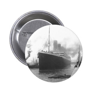 Titanic at the docks of Southampton 6 Cm Round Badge