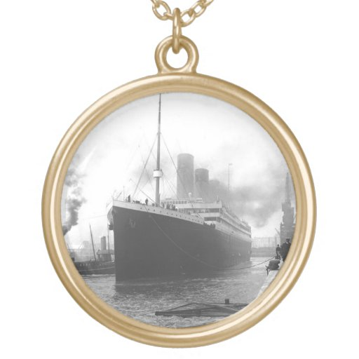 Titanic at the docks of Southampton Pendant
