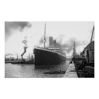 TITANIC in SOUTHAMPTON HARBOR Poster
