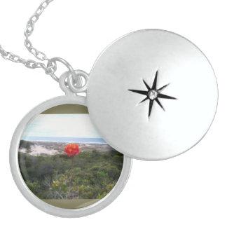 To glue Flower Island Round Locket Necklace