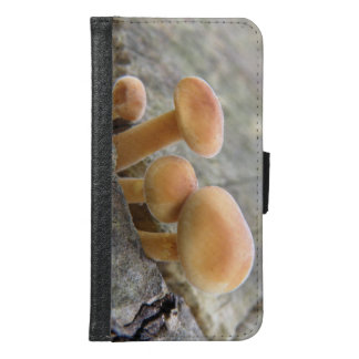 Toadstools on a Tree Trunk Samsung Case