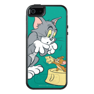 Tom and Jerry Feed The Cat OtterBox iPhone 5/5s/SE Case