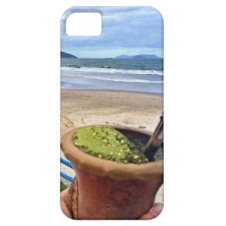 Tomando um chimarrão em Garopaba iPhone 5 Cover