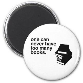 too many books 6 cm round magnet