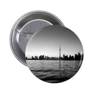 Toronto skyline 6 cm round badge