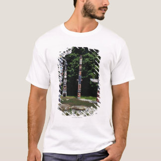 Totem poles, Vancouver, British Colombia T-Shirt