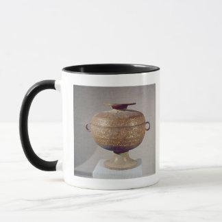 Tou' vessel with a serpentine decoration mug