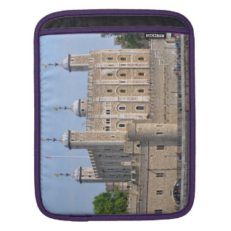 TOWER OF LONDON 2 iPad SLEEVE