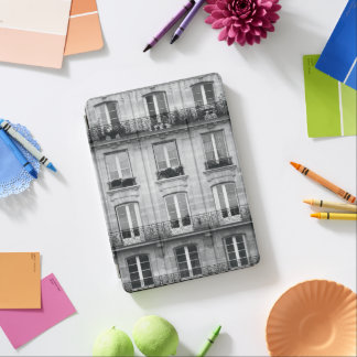 Travel | Black and White Vintage Building In Paris iPad Air Cover
