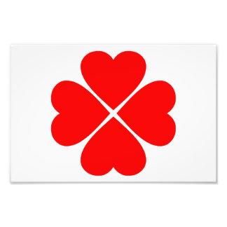 Trébol de la suerte y del amor con corazones rojos arte con fotos
