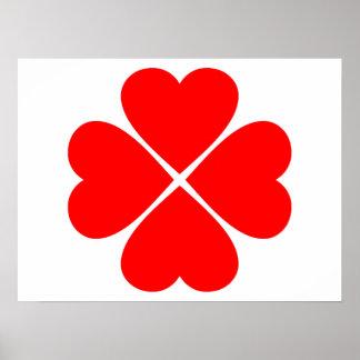 Trébol de la suerte y del amor con corazones rojos posters