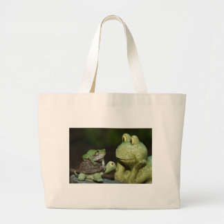 Tree frog meeting large tote bag