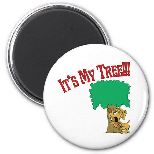 Tree Hugger Dog 6 Cm Round Magnet