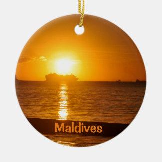 Tropical beach in Maldives Round Ceramic Decoration