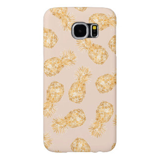 Tropical gold Hawaiian pineapples pattern on pink