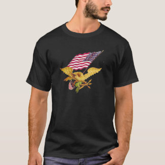 TRUE PATRIOTS DEFEND THE CONSTITUTION T-Shirt