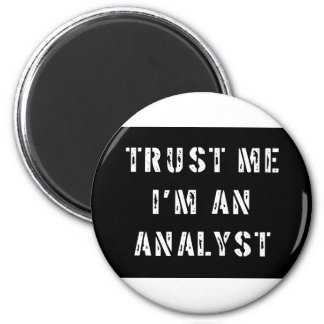Trust Me I'm An Analyst 6 Cm Round Magnet