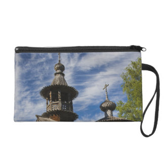 Ttraditional wooden Russian Orthodox church 4 Wristlet Purse
