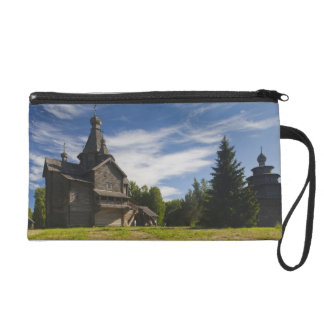 Ttraditional wooden Russian Orthodox church 5 Wristlet Purse