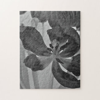Tulip in Black and White Puzzle/Jigsaw Jigsaw Puzzle