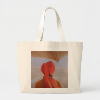 Turbaned backview with tenting large tote bag