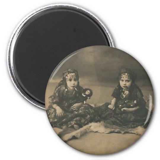 Two gypsy children magnet
