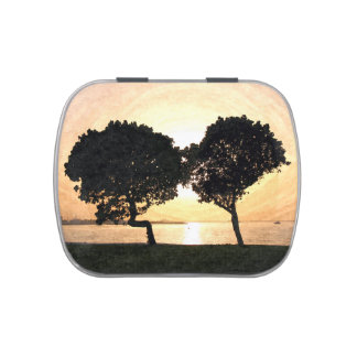 Two trees kissing each other candy tin