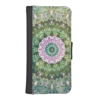 Underwater Fantasy Kaleidoscope, Lilac and Green iPhone SE/5/5s Wallet Case