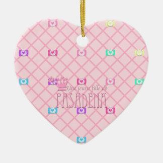 Une jeune fille de PASADENA Ceramic Heart Decoration