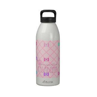 Une jeune fille de PASADENA Reusable Water Bottles