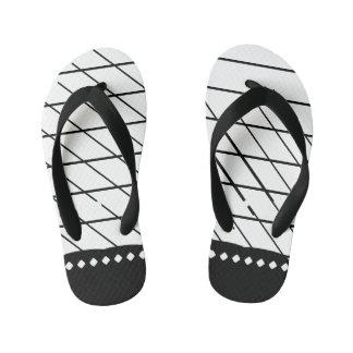 Uneven X Line Flip Flops