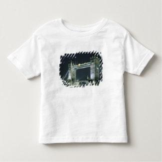 United Kingdom, England, London, Tower Bridge. T-shirt