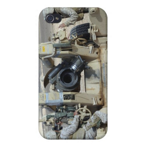 US Marines prepare to fire a howitzer iPhone 4/4S Cover