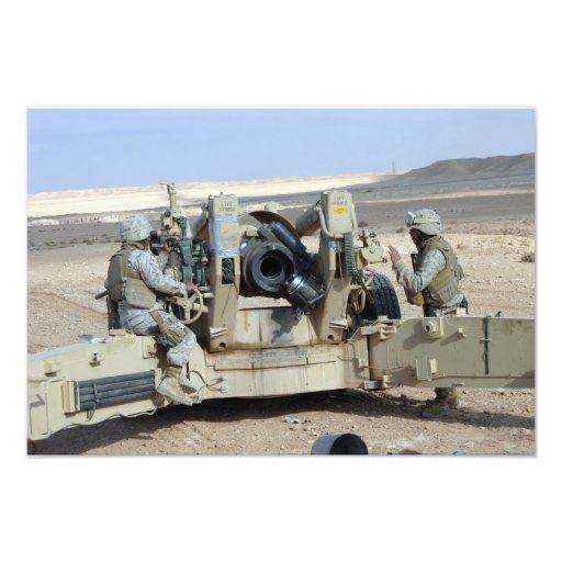 US Marines prepare to fire a howitzer Photo