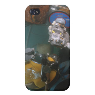 US Navy Diver uses a grinder iPhone 4/4S Covers
