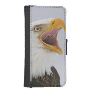 USA, Alaska, Homer. Bald eagle screaming. Credit iPhone SE/5/5s Wallet Case